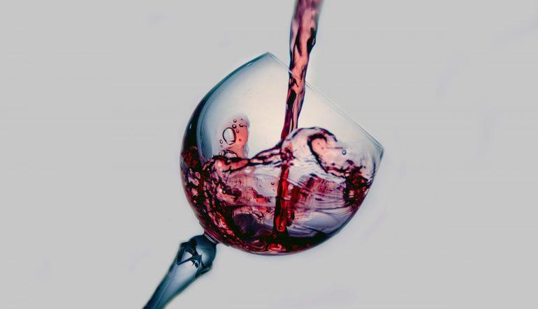 Distribution, wine commerce